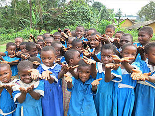 Primary school kids at Government School Mosongiseli-Balondo SWR, Cameroon  	© Janet Mukoko/WWF